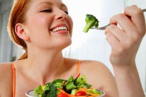 Dinh dưỡng hợp lý giúp vết thương sau sinh thường mau lành.