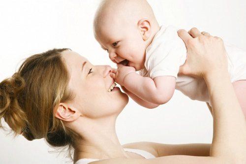 Cạo lông vùng kín giúp tránh viêm nhiễm sau sinh.