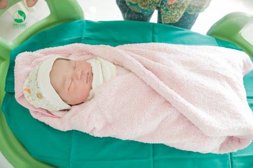 Sinh thường đảm bảo về đường hô hấp cho con sau sinh