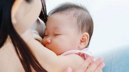Sinh mổ ít sữa cho mẹ sau sinh
