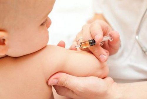 Tiêm vắc -xin phòng tránh viêm não Nhật Bản