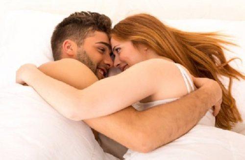 Nên giữ tâm lý thoải mái, người chồng cần biết cách âu yếm, nhẹ nhàng với vợ nhiều hơn.
