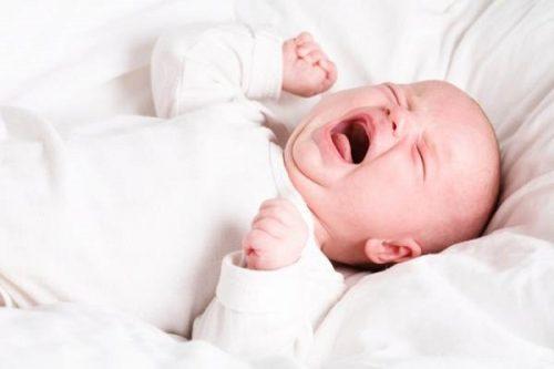 Sự vặn mình của bé nếu ảnh hưởng giấc ngủ, ảnh hưởng ăn uống, và sự tăng trưởng của bé, thì cần thực sụ quan tâm.